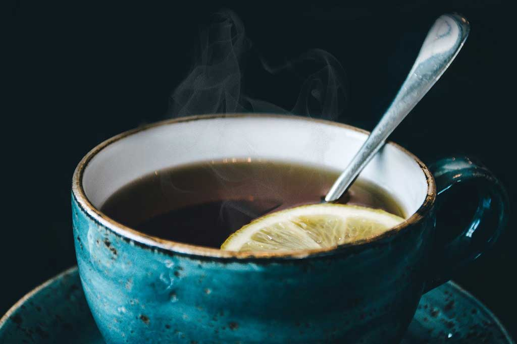 Does drinking very hot tea cause oesophageal cancer?