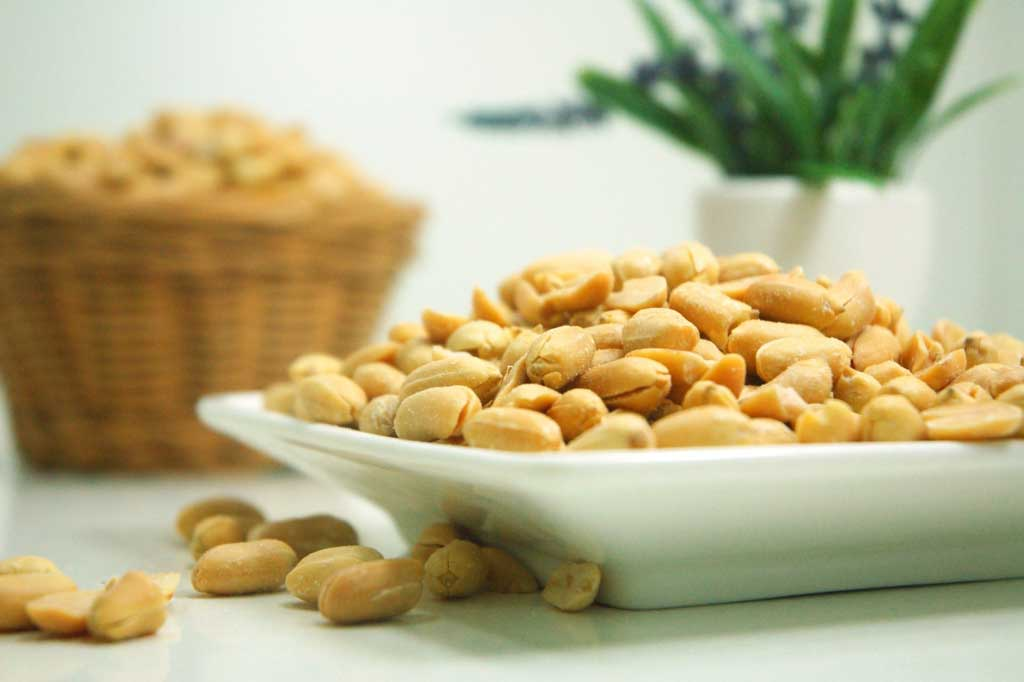"""Peanut allergy treatment 'in sight',"" reports BBC News, on a new study investigating the effectiveness of a new drug to reduce the symptoms seen in people with severe peanut allergies."