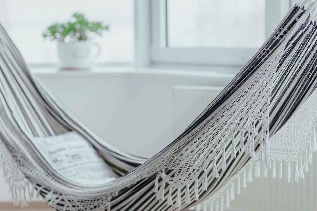 Do hammocks aid sleep? Don't be swayed