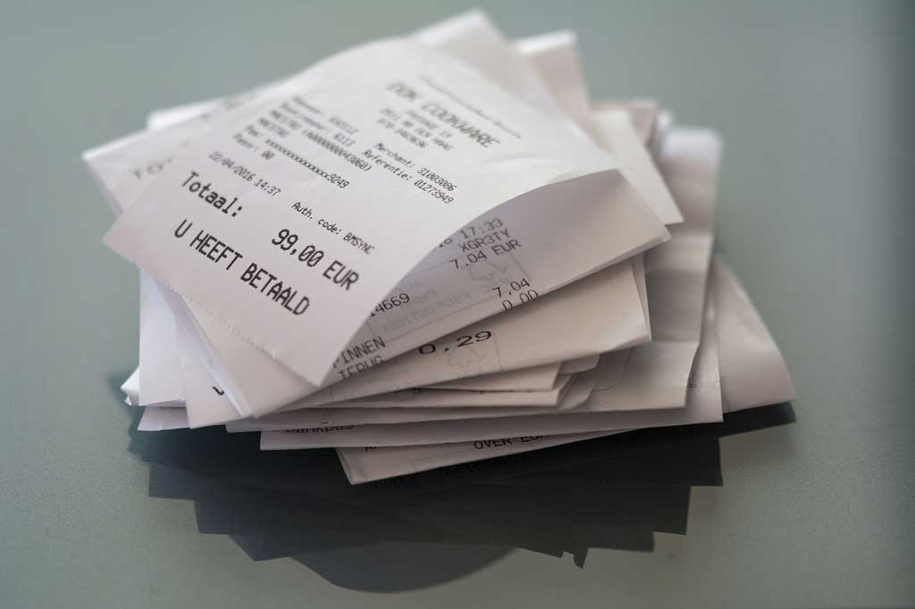 Do shop receipts contain cancer-causing chemicals?